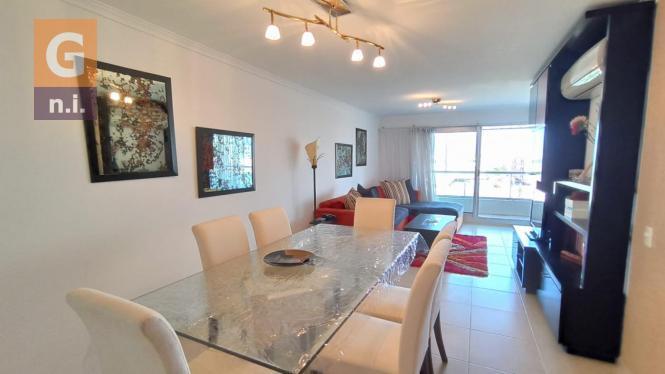 Apartamento en Punta del Este (Playa Mansa) Ref- 4466