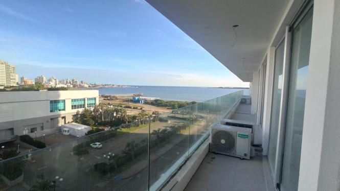 Apartamento en Punta del Este (Playa Mansa) Ref- 4696